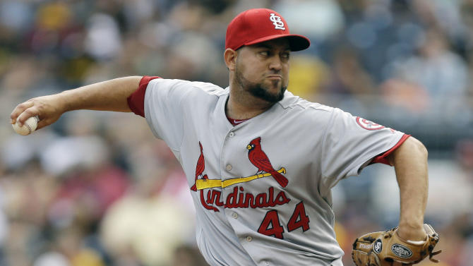 AP source: Red Sox sign reliever Edward Mujica