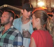 Ashton Kutcher en Brasil via Daily Mail