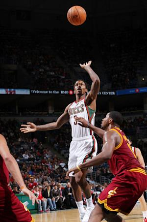 Jennings' 3 at the buzzer lifts Bucks over Cavs