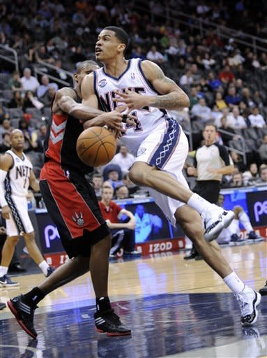Humphries' double-double leads Nets over Raptors