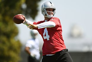 Derek Carr at rookie minicamp, doing work. (Getty)