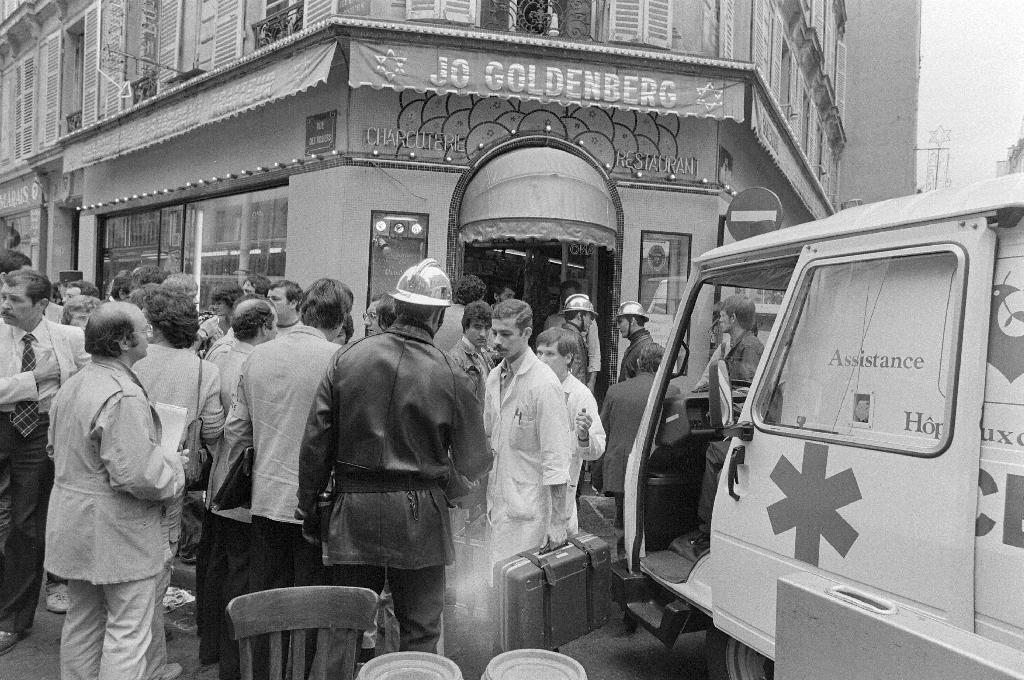 French warrants for 3 suspects in 1982 Jewish restaurant attack