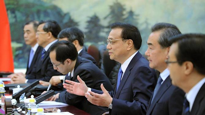 Chinese Premier Li Keqiang, third from right, meets with Indian Vice President Hamid Ansari at the Great Hall of the People in Beijing, China Saturday, June 28, 2014. (AP Photo/Wang Zhao, Pool)