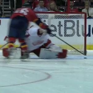 Aleksander Barkov fools Howard in shootout