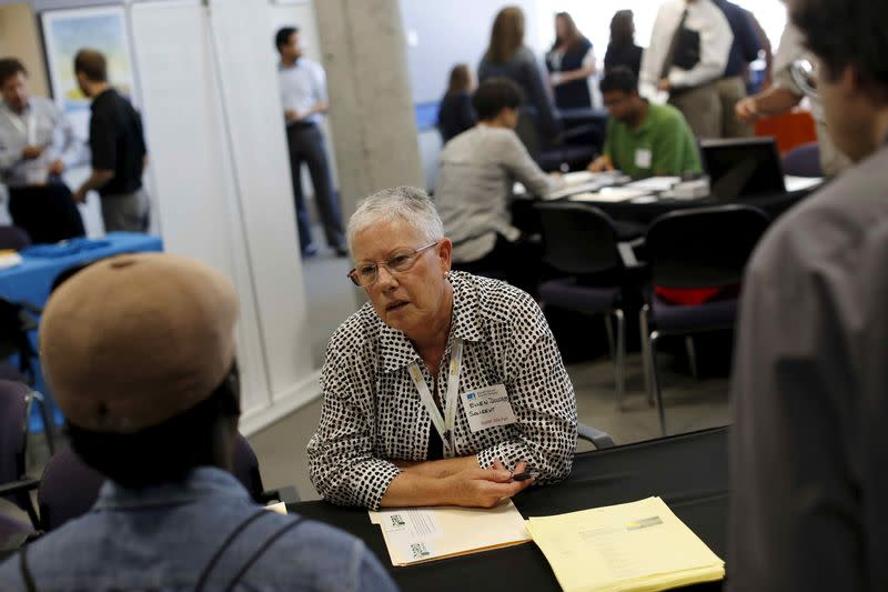 U.S. private payrolls rise steadily; productivity revised up