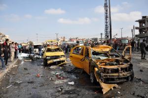 Сирийцы собираются на месте двойного взрыва автомобиля и nbsp; и hellip;