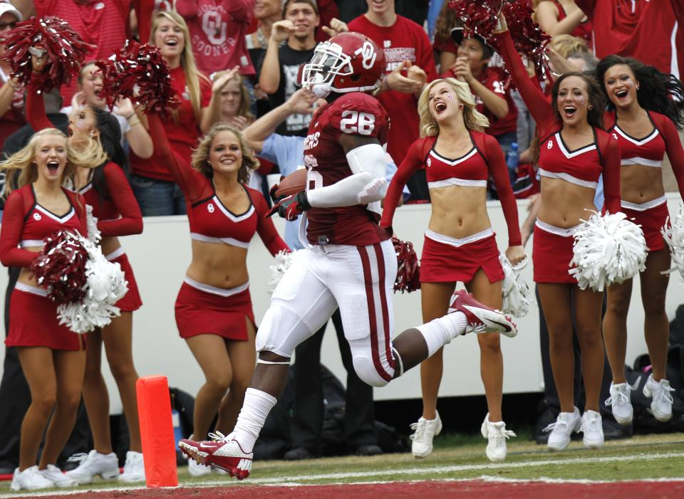 Oklahoma running back Alex Ross (28) scores a touchdown during the first half of an NCAA college football game against the Texas at the Cotton Bowl Saturday, Oct. 13, 2012, in Dallas. (AP Photo/LM Otero)