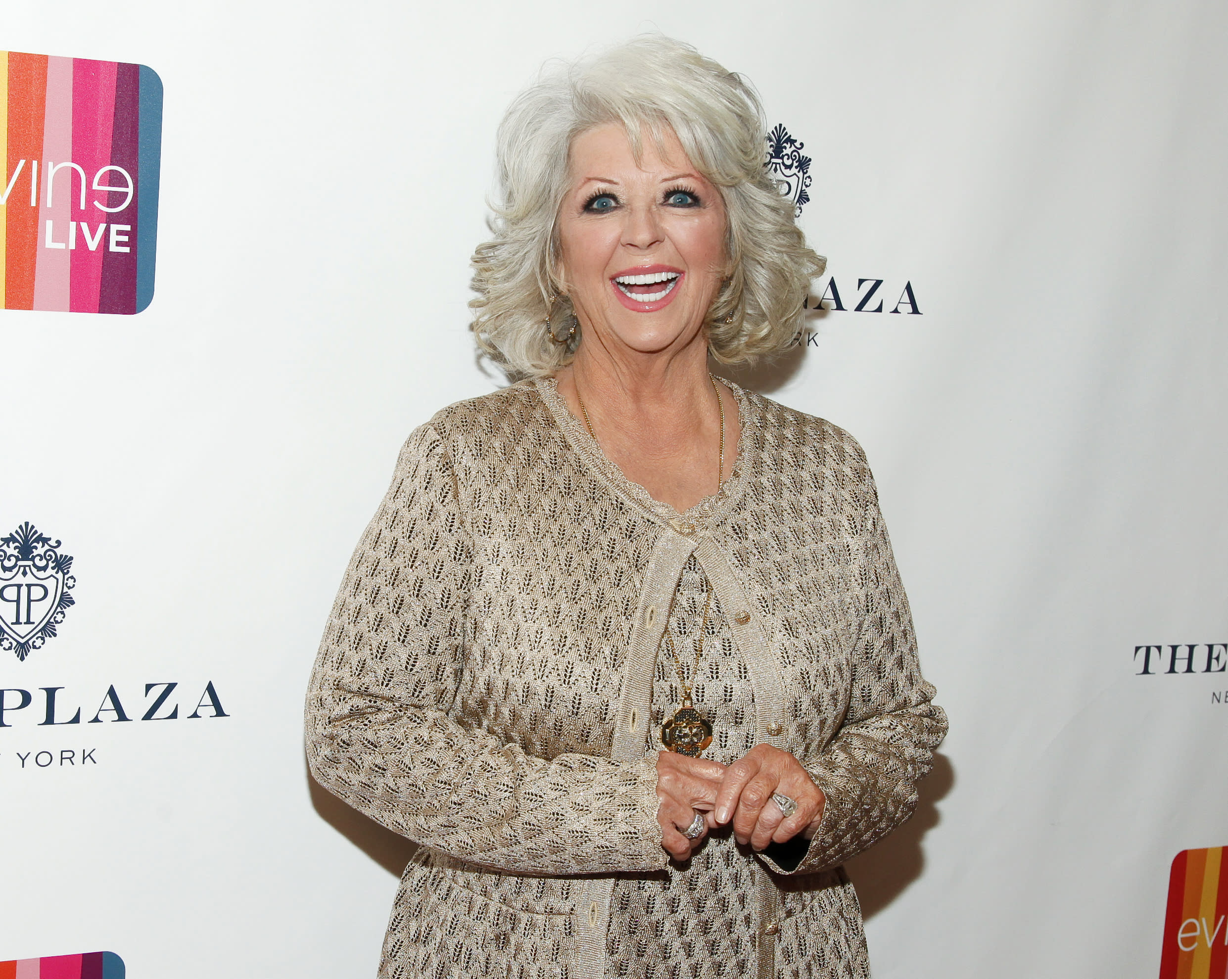 Paula Deen reaches book distribution deal with Hachette