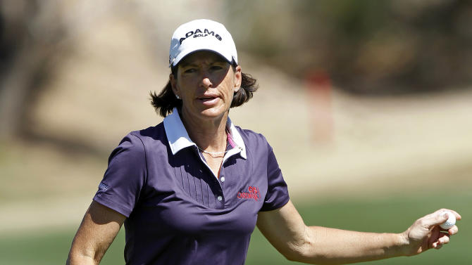 Juli Inkster acknowledges applause from the crowd despite bogeying the seventh hole during the first round of the Founders Cup golf tournament, Thursday, March 14, 2013, in Scottsdale, Ariz. (AP Photo/Paul Connors)