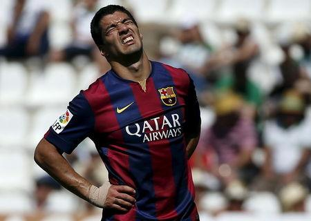 Barcelona's Luis Suarez reacts during their Spanish first division soccer match at El Arcangel stadium in Cordoba