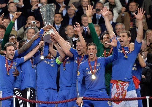 Ivanovic header gives Chelsea 2-1 win over Benfica