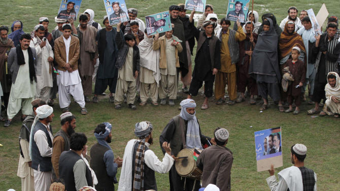 Supporters of Afghan presidential candidate Zalmai Rassoul celebrate during a campaign rally in Kandahar, southern Afghanistan, Saturday, March 15, 2014. Afghans will head to the polls on April 5 to elect a new president for the third time in the country's history. (AP Photo/Allauddin Khan)