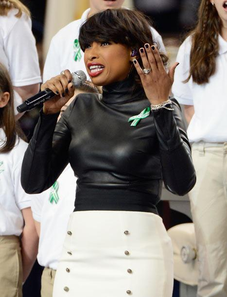 Jennifer Hudson Sings With Sandy Hook Elementary School Chorus at Super Bowl XLVII