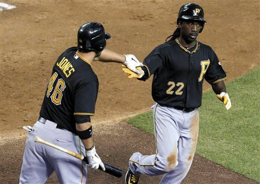 Pirates knock off D-backs 5-4