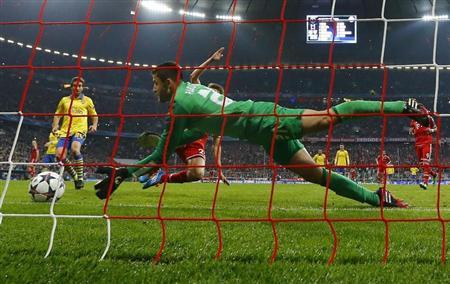 Arsenal's Fabianski saves a shot by Bayern Munich's Mueller during their Champions League round of 16 second leg soccer match in Munich