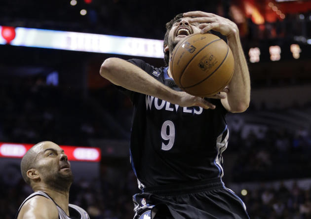 Minnesota Timberwolves' Ricky Rubio, right, looses control of the ball after he was fouled by San Antonio Spurs' Tony Parker, left, of France, during the second half on an NBA basketball game,