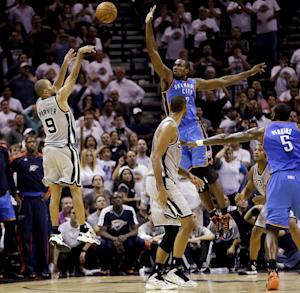 San Antonio Spurs' Tony Parker (9), of France, shoots a buzzer-beating basket over Oklahoma City Thunder's Serge Ibaka, center, at the close of the fourth quarter of an NBA basketball game, Thursday, Nov. 1, 2012, in San Antonio. San Antonio won 86-84. Spurs' Tim Duncan, second from left, and Oklahoma City's Kendrick Perkins (5) watch. (AP Photo/Eric Gay)