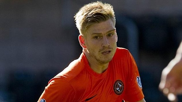 Stuart Armstrong has commited to Dundee United for one more year