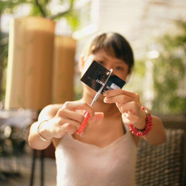 Woman-cutting-credit-card_web