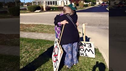 Ohio Woman Protests Outside Mosque, Gets Welcomed with Smiles and Hugs