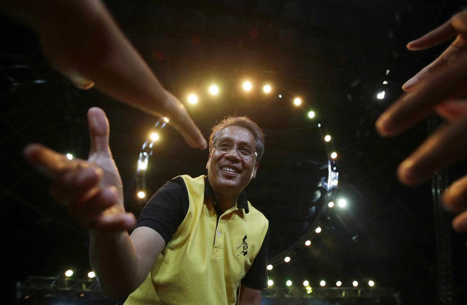 Aquino's pick for Philippine president banks on clean image