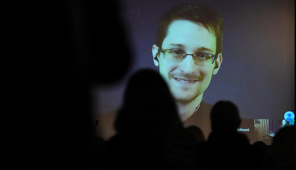 Swedish MPs meet Snowden, talk mass surveillance