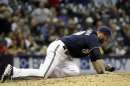 Brewers put closer Henderson (hamstring) on DL