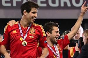 Jordi Alba asks Javi Martinez to join Barcelona players in Olympic photo