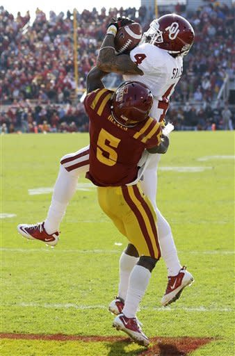 Jones, No. 14 Oklahoma beats Iowa State 35-20
