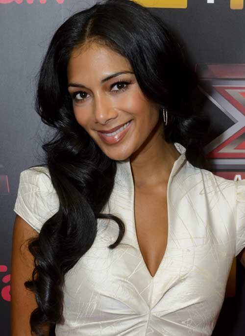 Pussycat Doll Nicole Scherzinger Show's Us What Is In Her Makeup Bag
