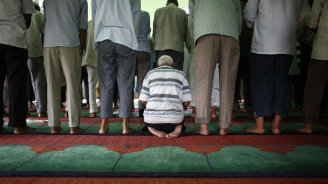Nepalese Muslims offer prayers on the eve of Eid al-Fitr in Katmandu, Nepal, Sunday, Aug. 19, 2012. Eid al-Fitr marks the end of holy month of Ramadan. (AP Photo/Niranjan Shrestha)
