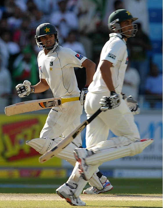 Pakistan's cricketers Younis Khan (R) and Azhar Ali (L) run between the wickets during the second day of the third and final Test match between Pakistan and England at the Dubai International Cricket