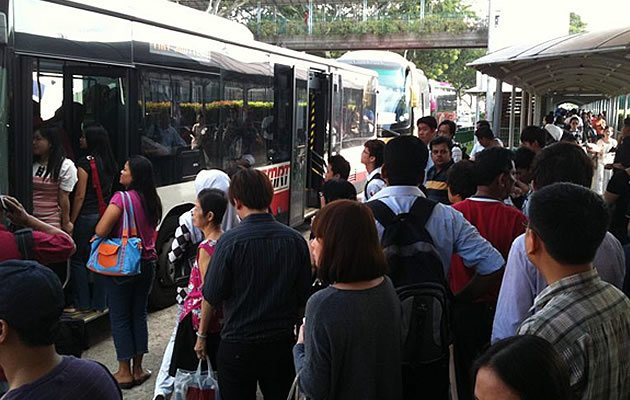The bulk of a $1.1 billion programme aimed at improving bus services should be completed two years ahead by end 2014, according to Transport Minister Lui Tuck Yew (Yahoo! file photo)