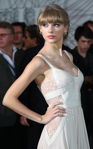 American singer-songwriter Taylor Swift arrives for the Australian music industry Aria Awards in Sydney, Thursday, Nov. 29, 2012. (AP Photo/Rick Rycroft)