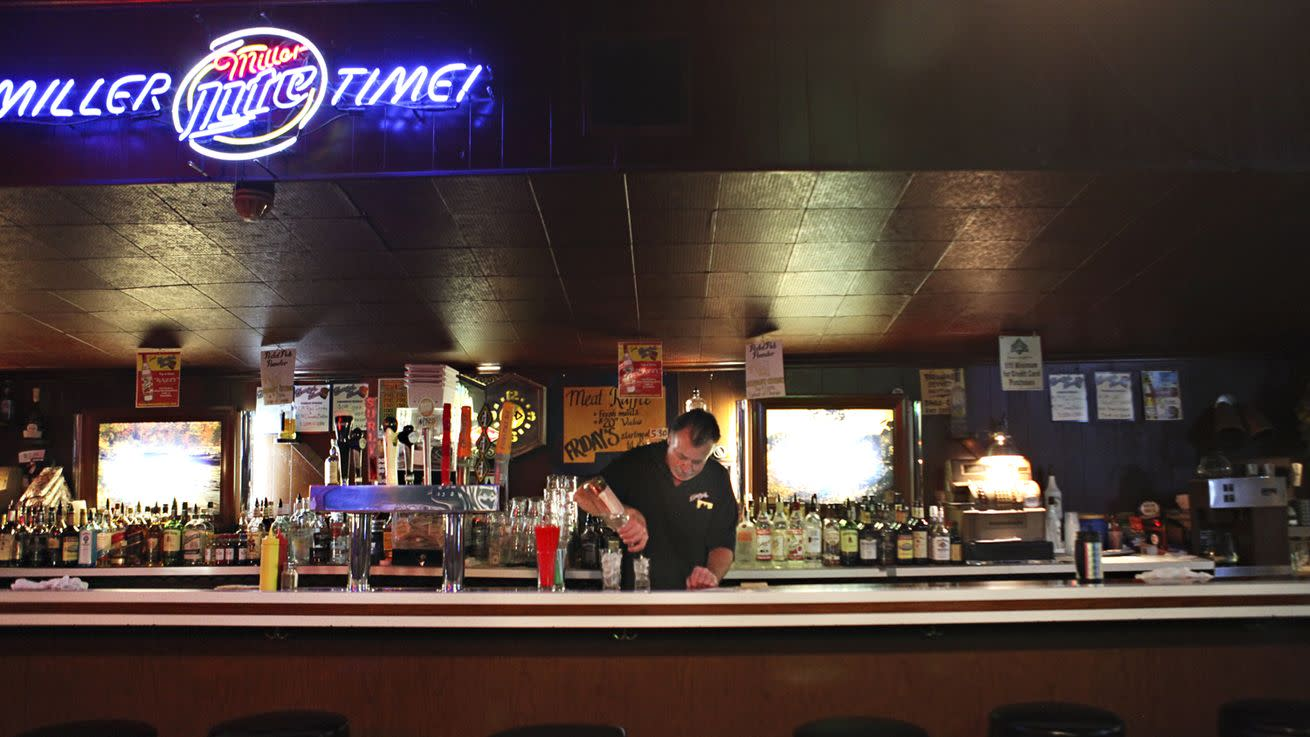 Minneapolis Dive Bars For All Your Valentine's Day Needs