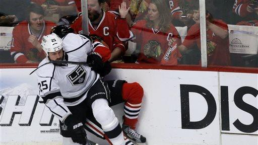 Kane hat trick sends Blackhawks to Cup finals