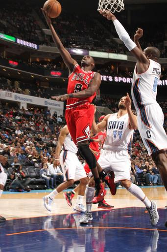 Balanced scoring leads Bulls past Bobcats 105-75