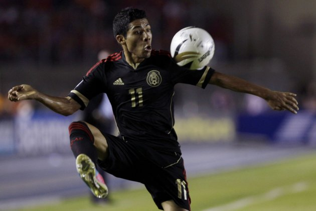 Mexico's Aquino controls the ball during their 2014 World Cup qualifying soccer match against Panama at the Rommel Fernandez stadium in Panama City