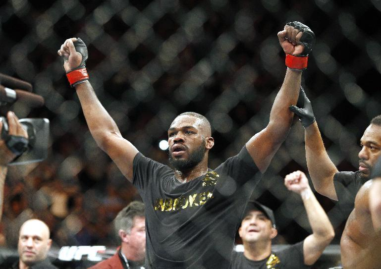 Witnesses: UFC champ ran from crash, returned to grab cash
