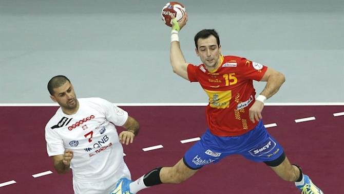 ZSN001. Lusail (Qatar), 25/01/2015.- Spain's Crisitan Ugalde (R) in action against Tunisia's Jaleleddine Touati during the Qatar 2015 24th Men's Handball World Championship Round of 16 match between Spain and Tunisia at the Lusail Multipurpose Hall outside Doha, Qatar, 25 January 2015. Qatar 2015 via epa/Guillaume Horcajuelo Editorial Use Only/No Commercial Sales