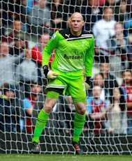 Brad Friedel, pictured, is expecting a season-long battle with Hugo Lloris