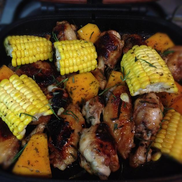 Ellena Guan (Cusine Paradise) made baked rosemary honey chicken wings with pumpkin and sweetcorn with her Happy Call Pan during one of her mum's weekly visit to her house. (Photo courtesy of Ellena Gu