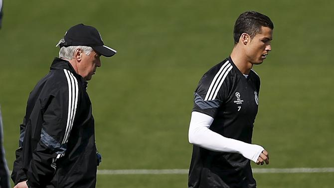 Real Madrid's coach Carlo Ancelotti looks at Real Madrid's Cristiano Ronaldo during a training session in Valdebebas, outside Madrid