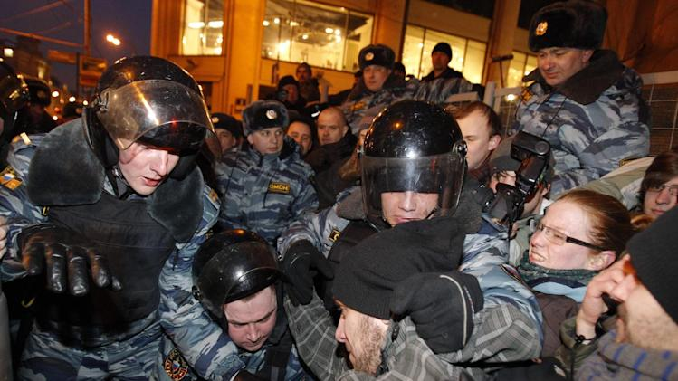 Russian police officers detain demonstrators attempting to hold an unsanctioned protest in Moscow, Monday, March 5, 2012. Demonstrators contested the outcome of the Russian presidential election Monday, pointing to a campaign heavily slanted in Russian Prime Minister Vladimir Putin's favor and to reports of widespread violations in Sunday's ballot.  (AP Photo/Ivan Sekretarev)
