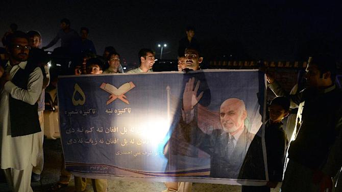 Supporters of Afghan presidential candidate Ashraf Ghani celebrate in Kabul on September 21, 2014