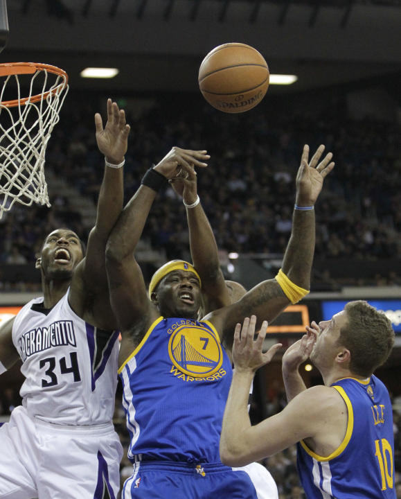 Sacramento Kings forward Jason Thompson, left, battles Golden State Warriors center Jermaine O' Neal, center, for the ball as Warriors forward David Lee, right, look on during the third quarter of