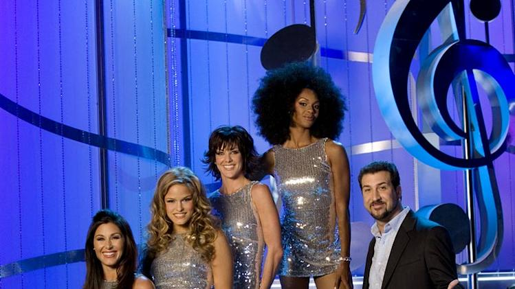 The Honeybee Dancers and Host Joey Fatone in The Singing Bee.