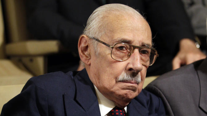 FILE - In this Dec. 22, 2010 file photo, former Argentine dictator Jorge Rafael Videla attends the last day of his trial in Cordoba, Argentina.  Videla, who ruled during Argentina's Dirty War, died Friday, May 17, 2013, in his prison cell of natural causes while serving time for human rights crimes, according to local media reports. He was 87. (AP Photo/Natacha Pisarenko, File)