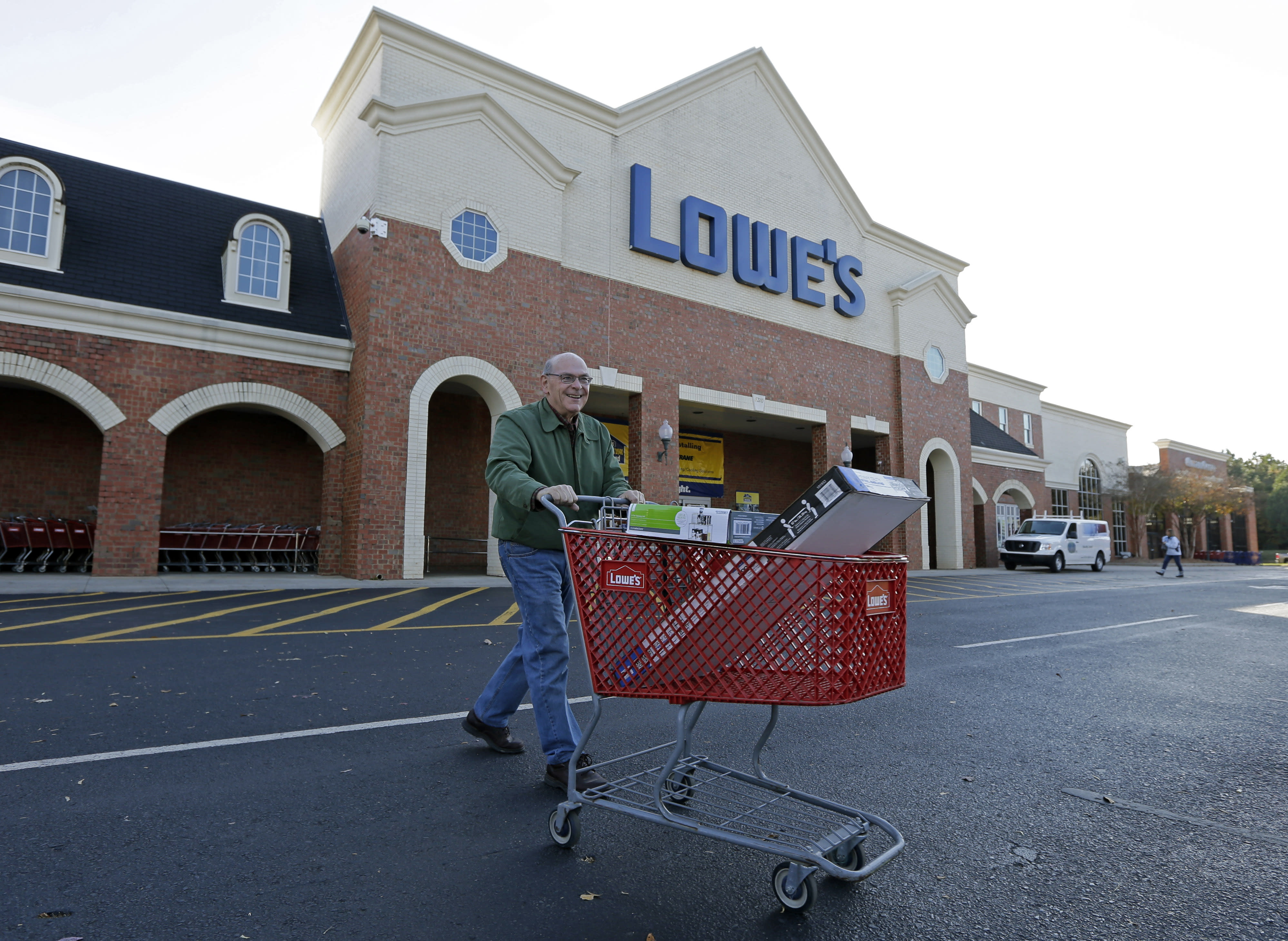 Lowe's 1Q profit up on sales growth, but still disappoints