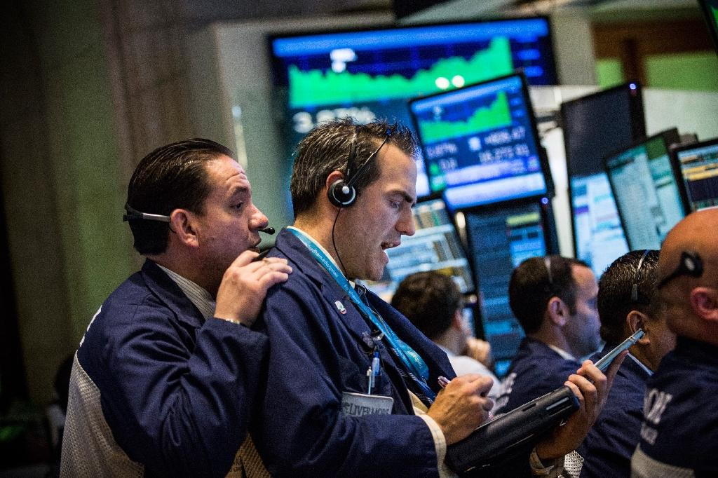 Dow ends choppy day slightly lower; Nasdaq gains